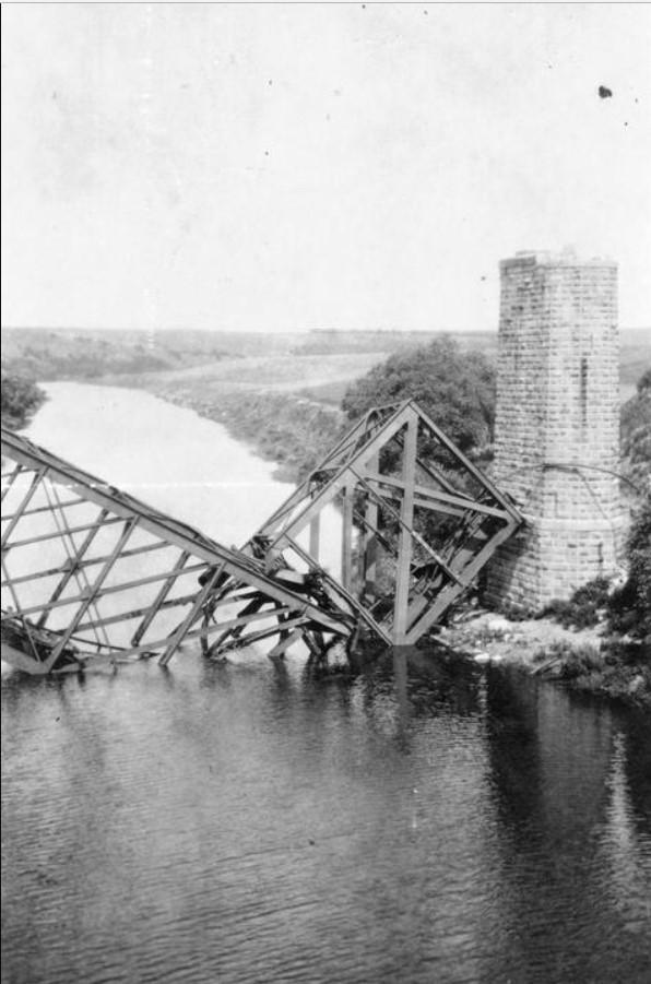 Мост через реку Донец, уничтоженный большевиками, лето 1919