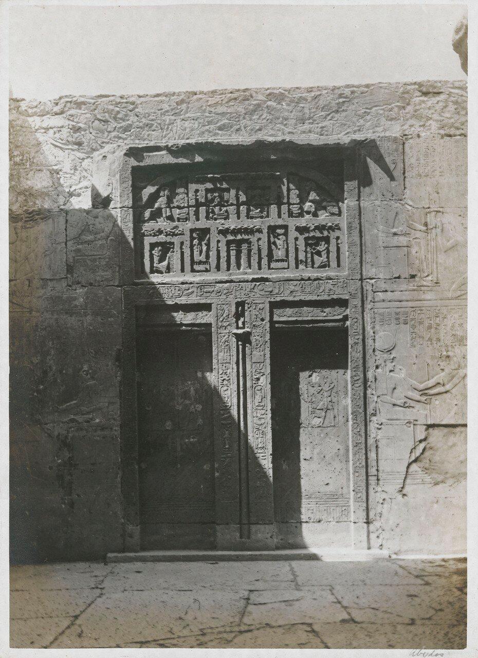 Абидос. Поминальный храм Сети I. Ложная дверь на задней стене часовни