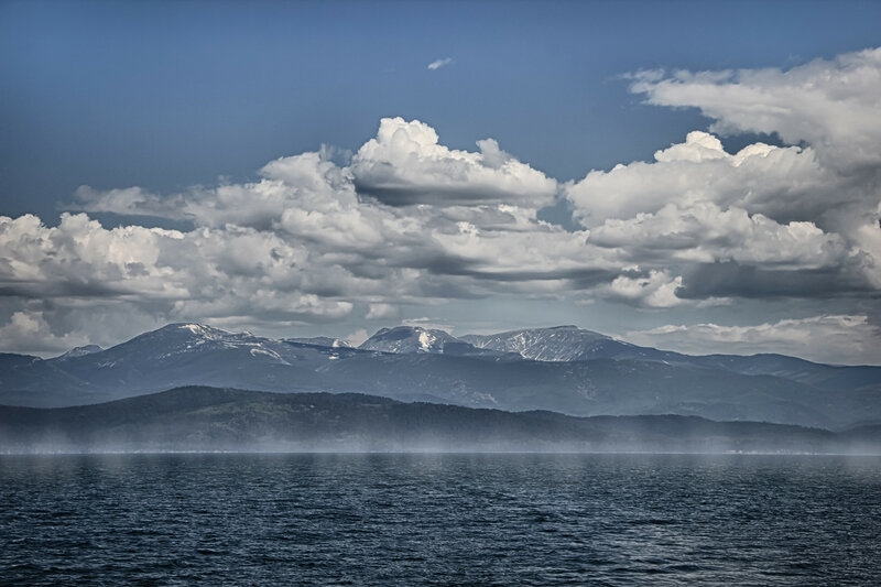 Облака, и горы, и Байкал