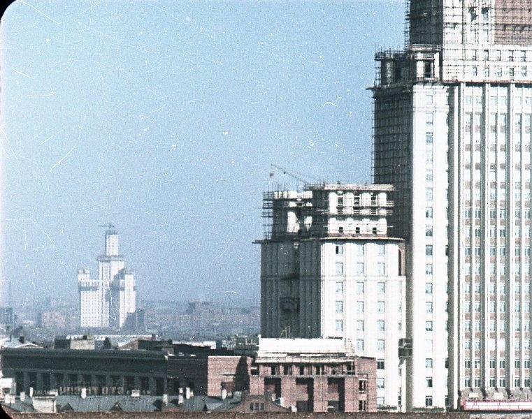 1951 Строительство высоток. В. Микоша.jpg