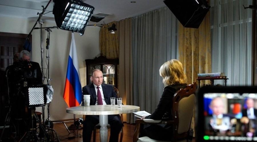 Пользователей социальных сетей восхитила уверенность Путина во время интервью журналистке NBC