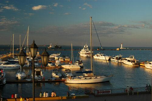 _Parking_yacht_Odessa_070603_.jpg