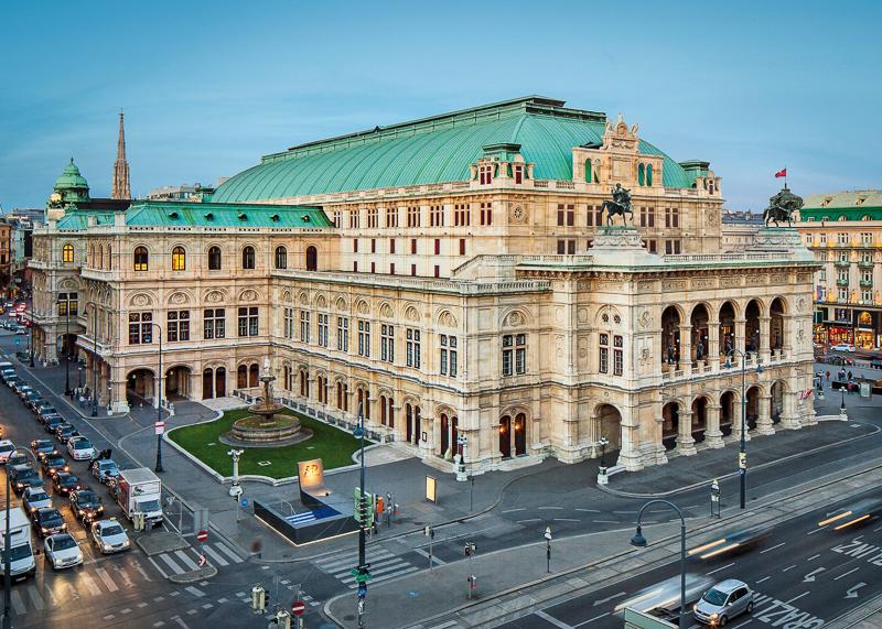 Здание оперного театра в Вене