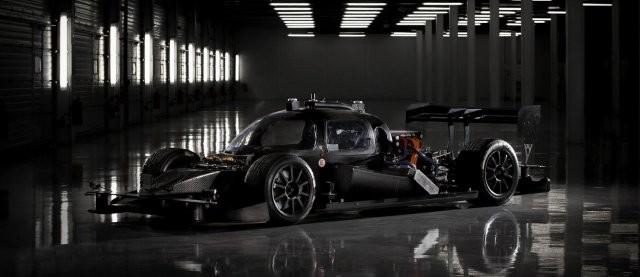 Первый подобный робот-болид прошел испытание на одном из гоночных треков в столице Германии. Автороб