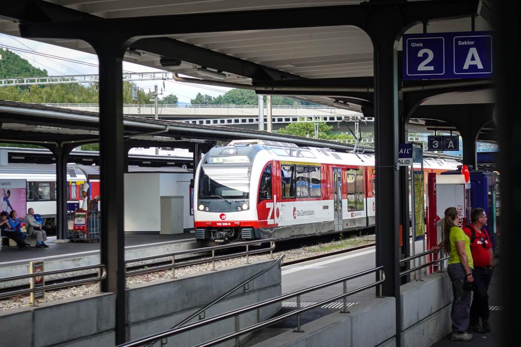 Если у швейцарских поездов и есть хоть какой-то недостаток, то это их дороговизна. Билет между не ст