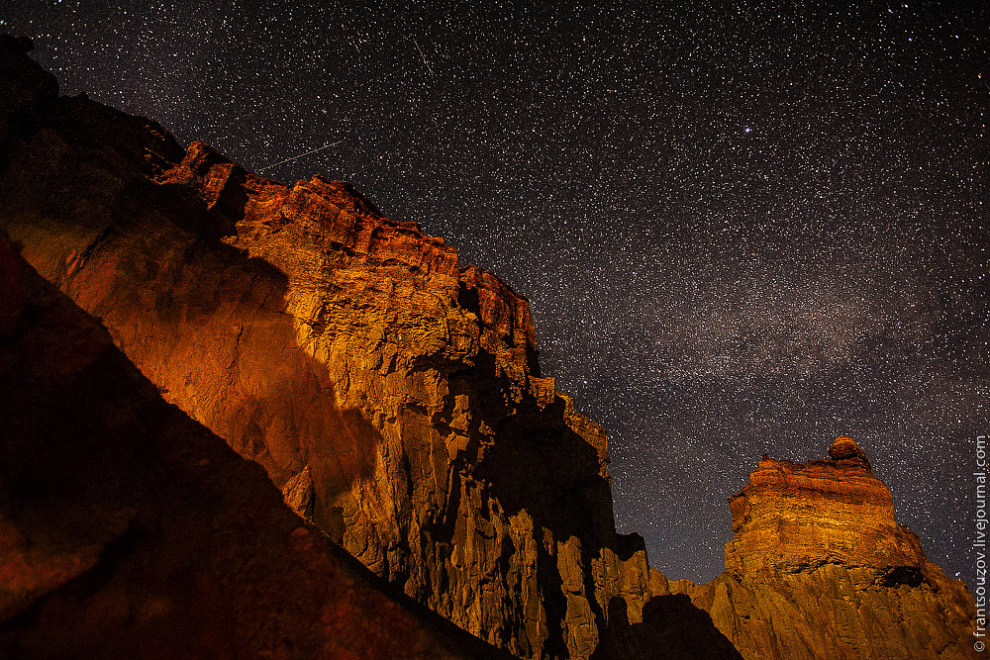 Одно из самых загадочных ущелий каньона так и называется — Ведьмино. По легенде, ведьмы загоняю