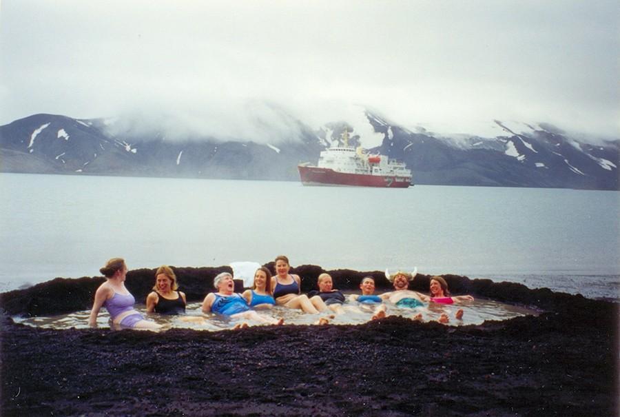 20. Остров Десепшен, Антарктический полуостров Самое интересное в этих источниках на острове Десепше