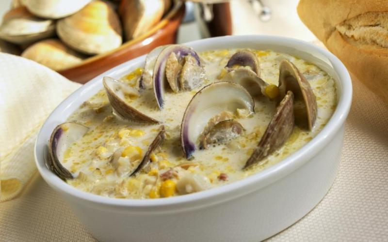 11. Бостон — город, где обязательно нужно попробовать кремовый суп-пюре из моллюсков, который обычно