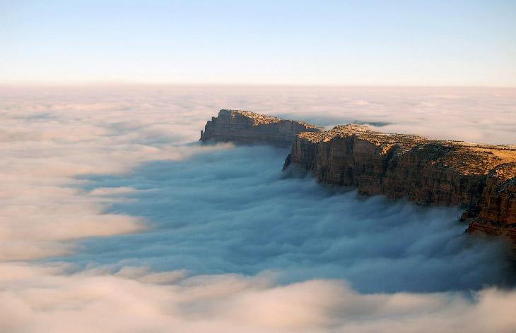 Смотровая площадка Mather Point и море облаков в Большом каньоне. (Фото National Park Service | Erin