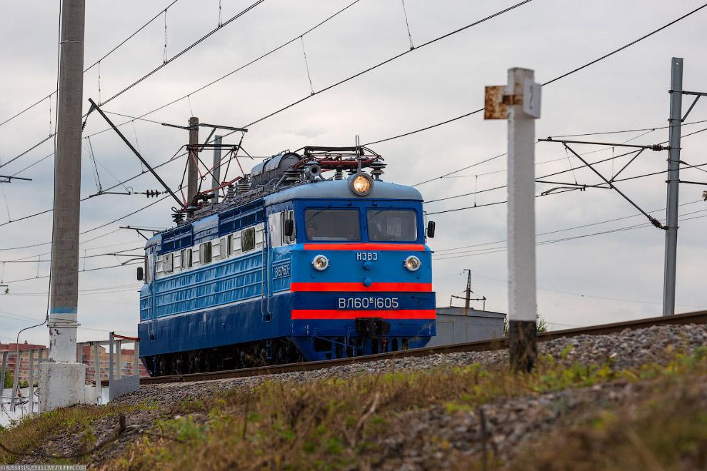 12.  ЧС4  — пассажирский односекционный шестиосный электровоз переменного тока