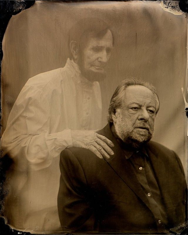 28. Deceptive Practice: The Mysteries and Mentors of Ricky Jay   Ну и еще один фотограф Виктори