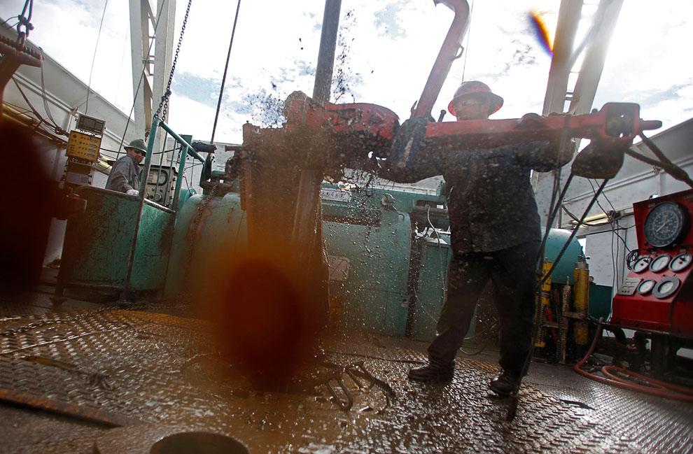 Настоящий нефтяник. Северная Дакота, 20 октября 2012. (Фото Jim Urquhart | Reuters):