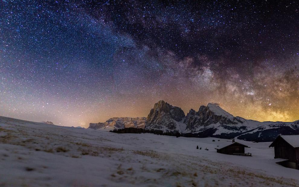 18. Категория «Молодой астрофотограф». Звездное небо в Альпах. (Фото Andrea Imazio | Insight