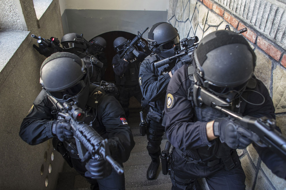 10. Анти-террористический отряд из Сербии. (Фото MARKO DJURICA):