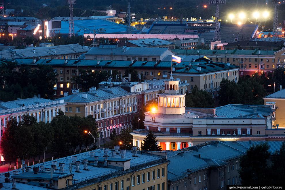 23. Музыкальный театр Кузбасса имени А.Боброва. Первых зрителей здание приняло 28 декабря 1963 года.