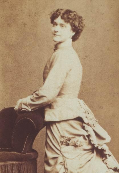 В 1880-ом Рихтер приехал в Штаты; здесь она выступала в цирке самого Барнума (P.T. Barnum). Цирковые