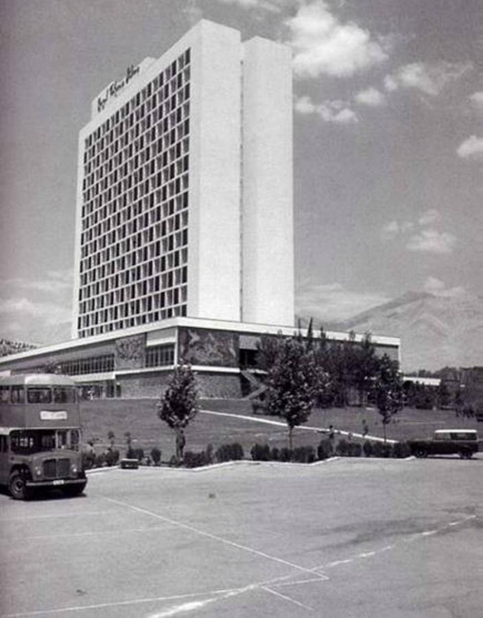 8. Гостиница «Хилтон» в Тегеране, 1961 год. Сейчас она называется Esteghlal International Hotel. Фар