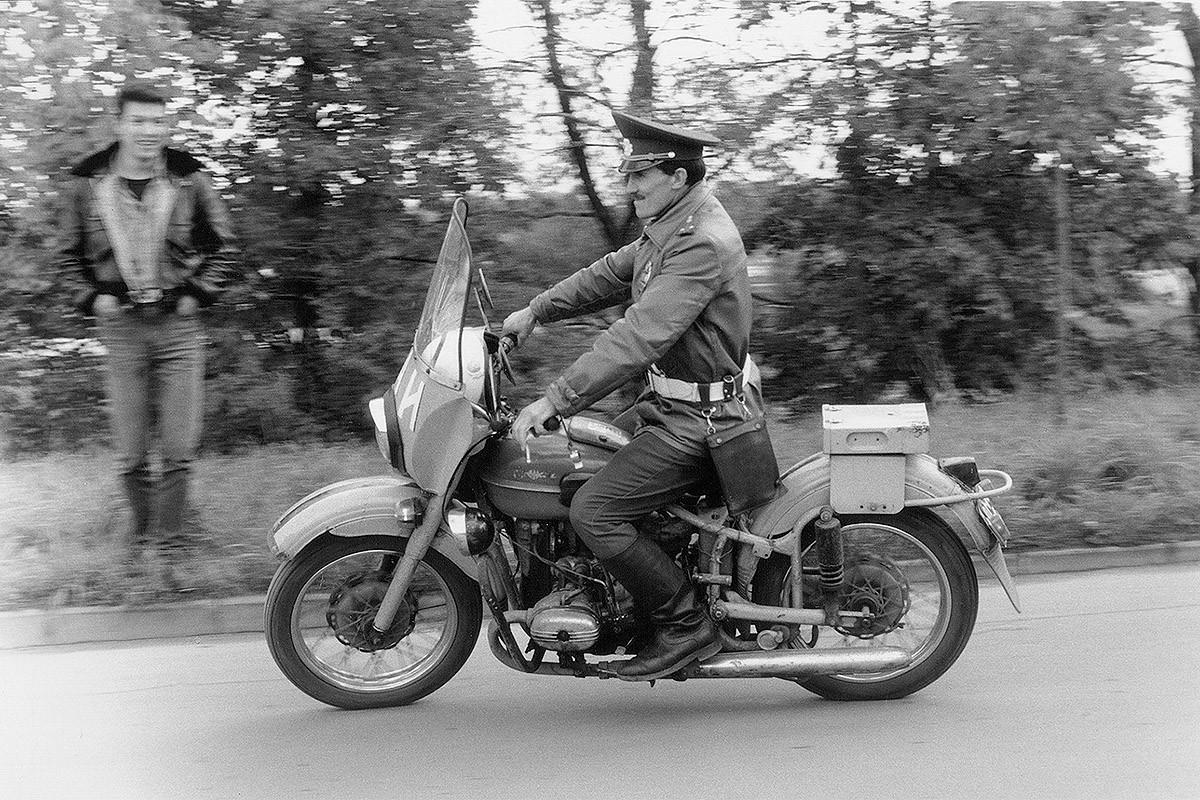 5. До появления специальных подразделений по отлову рокеров гаишники на мотоциклах вызывали у хулига