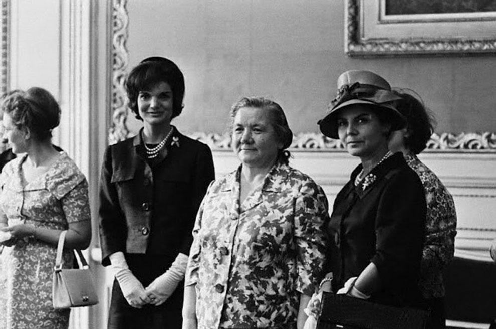 Гейша готовится к вечеринке с бизнес-руководителями, 19 июля 1962 года. (Фото AP):