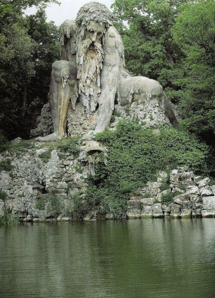 Гигантский каменный колосс 16-века во Флоренции (8 фото)