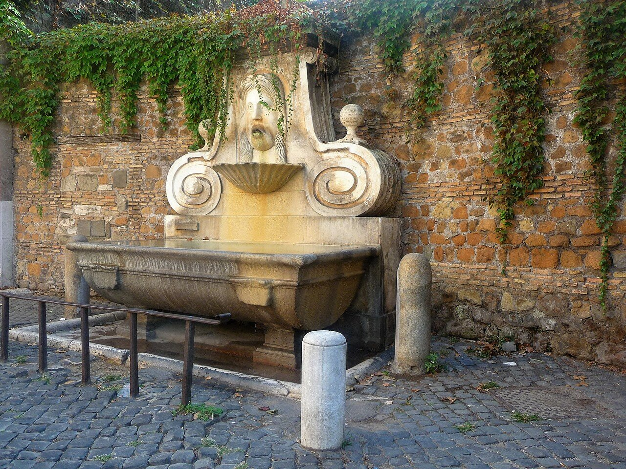 Via  Giulia la fontana Mascherone.JPG