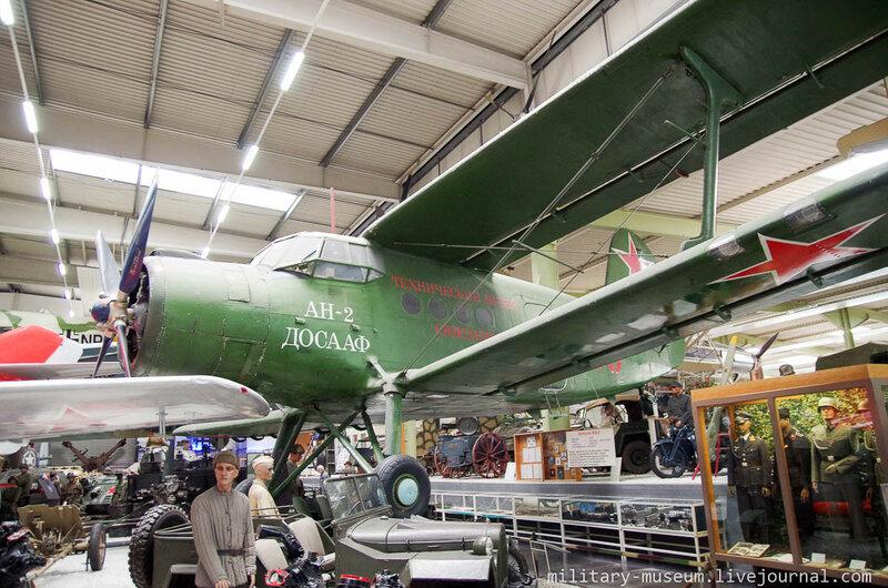 Авиация в ангарах в Музее техники в Зинсхайме