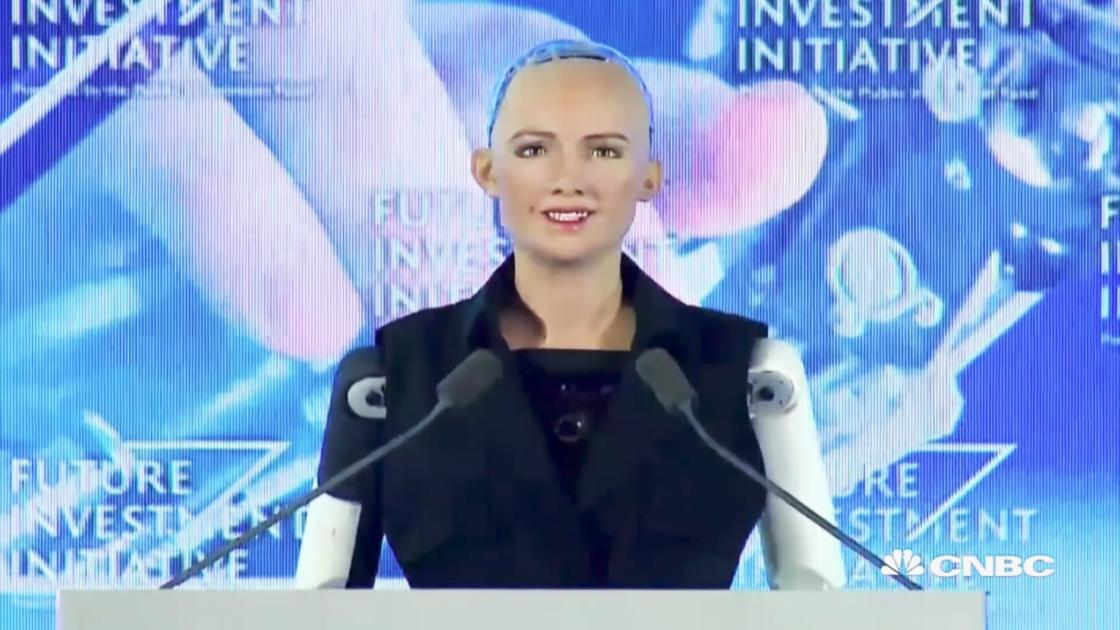 Sofia – The ultra-realistic robot just officially becomes a citizen! (4 pics)