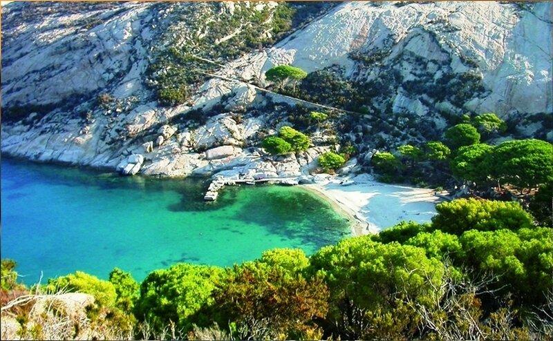 На острове Монтекристо в море Средиземном (2).jpg