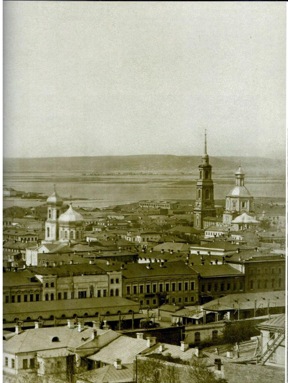 1880-е. Владимирский собор, слева - Николо-Вишняковская церковь