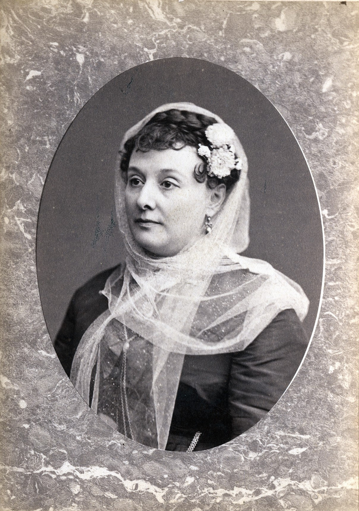 1880. Люси Эрнст