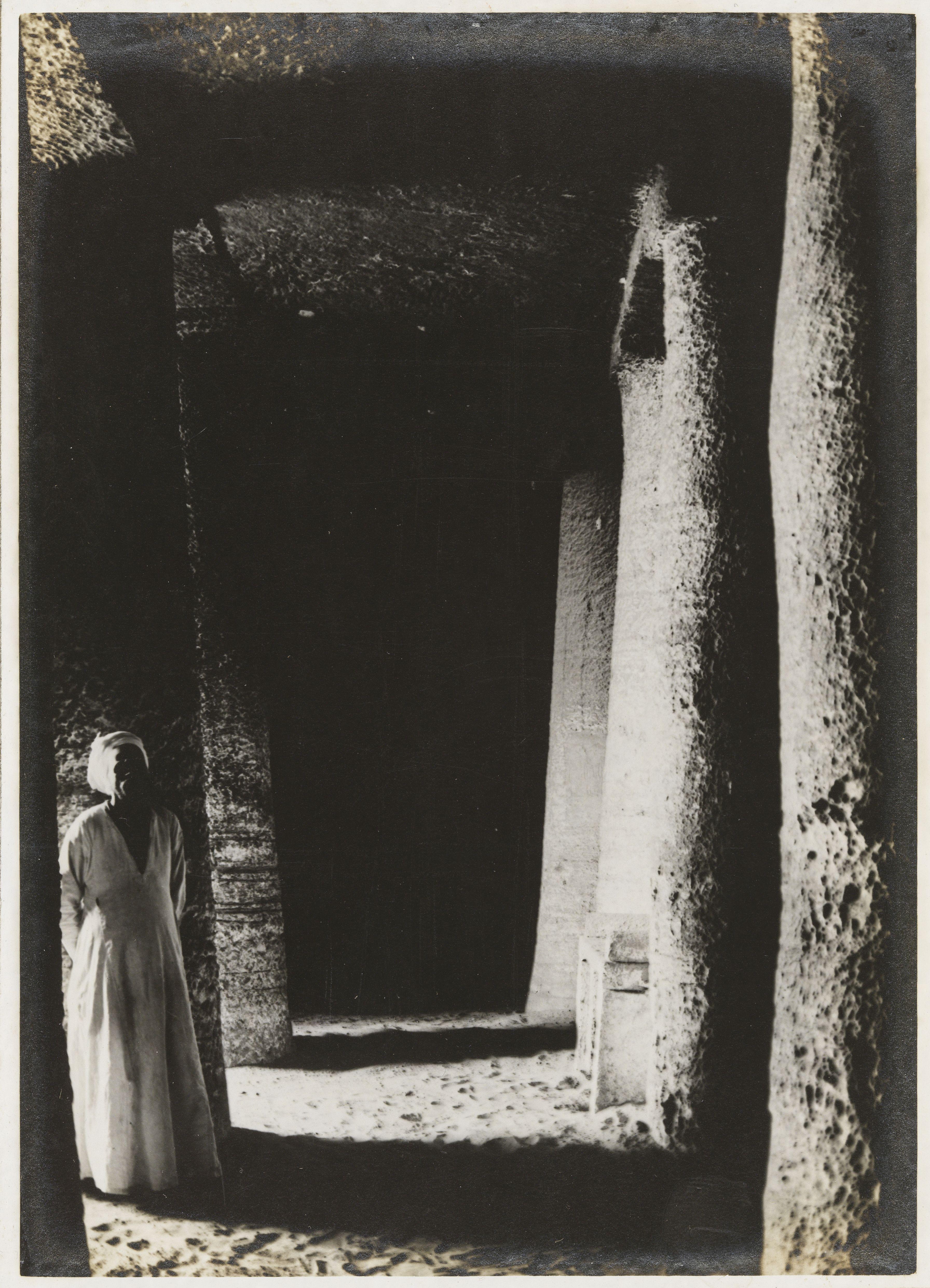 Ассуан. Гробница Саренпута II вырубленая в песчанике в центре скального некрополя Куббет эль-Хава («Купол ветров»)