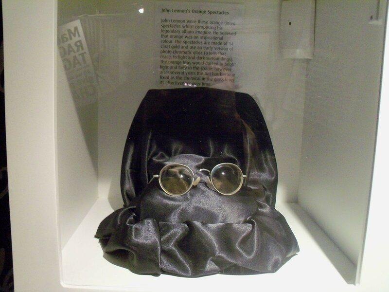 1280px-Lennon's_orange_spectacles_(The_Beatles_Story).jpg