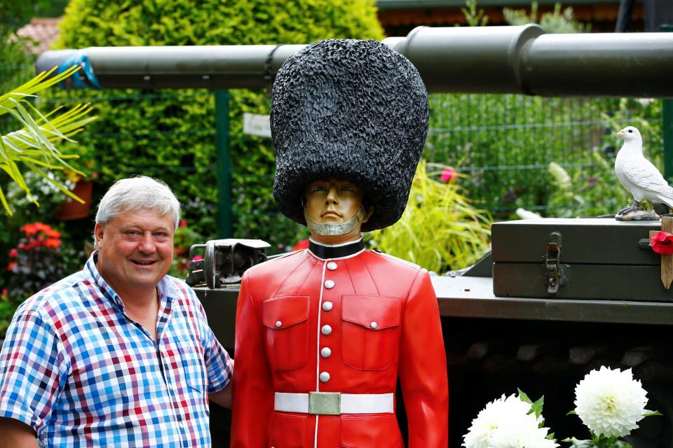 Английский эмигрант раздражает немецких соседей, превращая свой сад в кусочек Великобритании