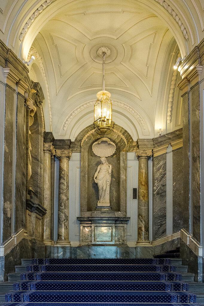 Мраморный дворец Парадная лестница 023.jpg