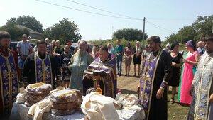 În satul Năvârneț a fost sfințit în aceiași zi un întreg sector de gospodării