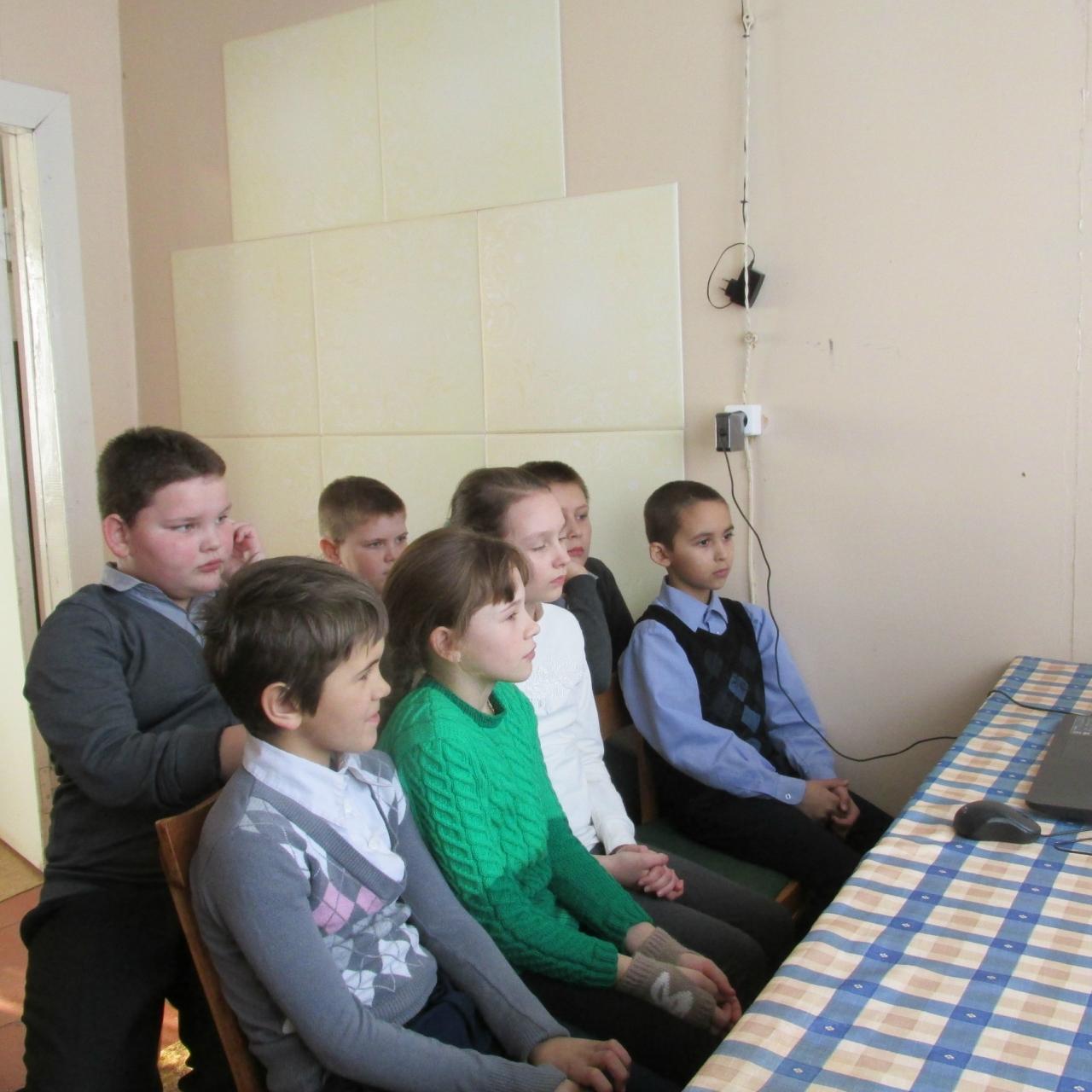 24 января в Ковалинской сельской библиотеке с учащимися школы был проведен урок мужества «Был город - фронт, была блокада», приуроченный к 75-летию прорыва блокадного кольца города Ленинграда.