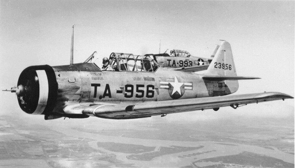 wgn_photos_warplanes_to_siberia_image_14_north_american_at-6_texan_(1).jpg