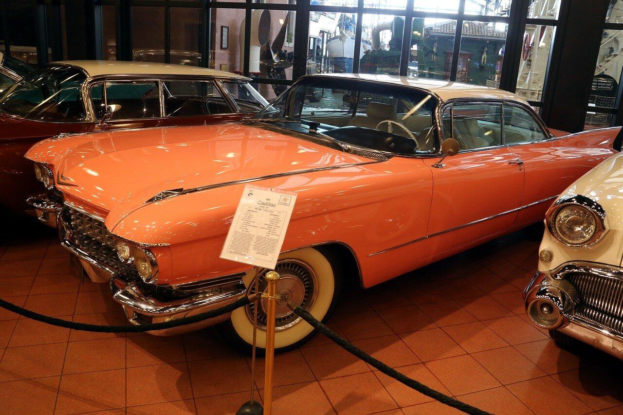 Стамбул. Музей Рахими Коча. Cadillac DeVille Hardtop Coupe 1960