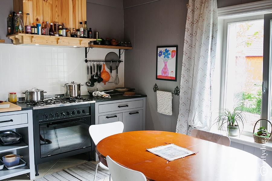 44. — На кухне все должно быть на виду, — считает Максим. — Когда готовишь, все необходимое должно б