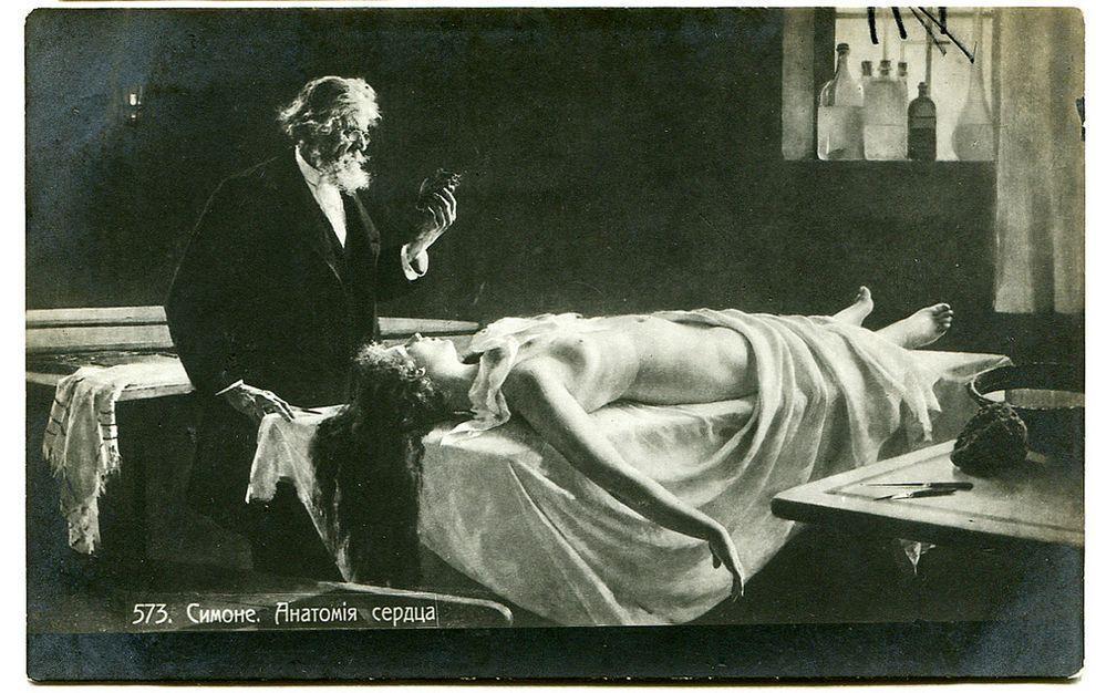 Или вот представьте себе — вы получаете от милого друга открытку с тревожным сюжетом «Анатомия сердц