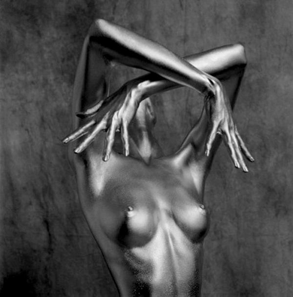 На творчество Арджентини повлияли скульптуры Константина Бранкузи, выполненные из полированн