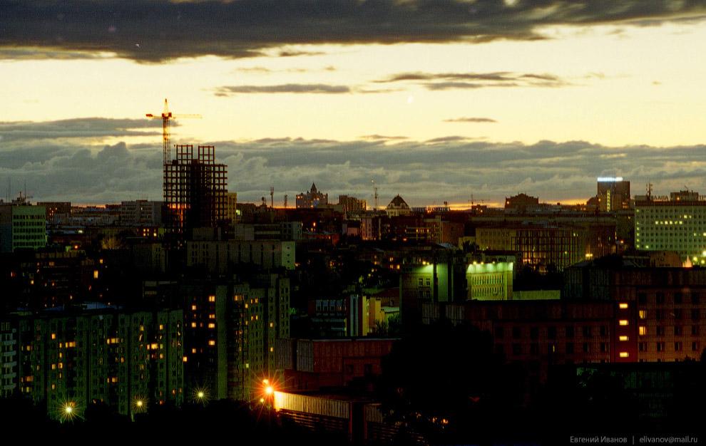65. 26 июня 2001 года. Начало остекления здания.