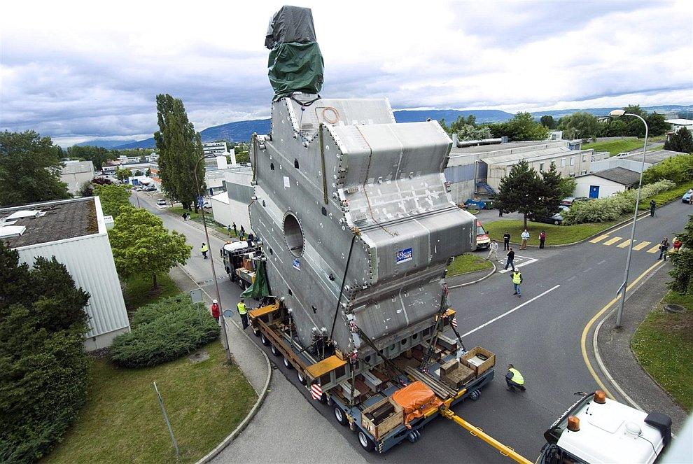 Основной целью  строительства Большого адронного коллайдера было уточнение или опров