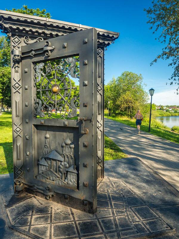 Дверь в Вологду.