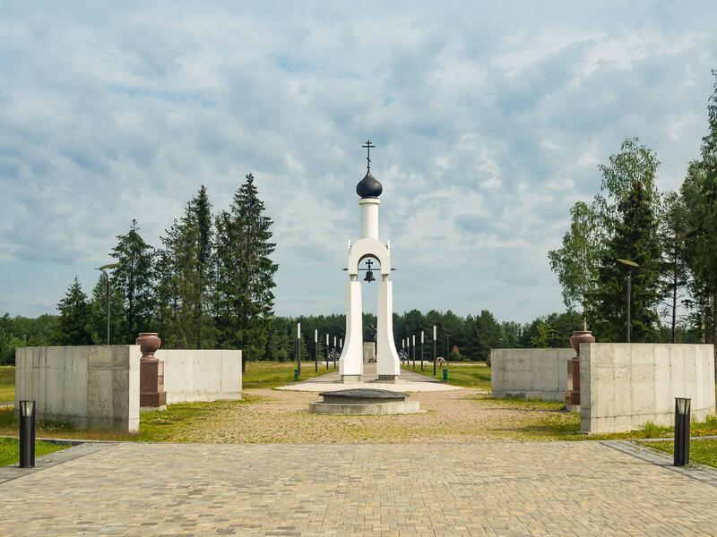 На выезде из Сморгони — мемориал, посвящённый жертвам и героям Первой мировой.