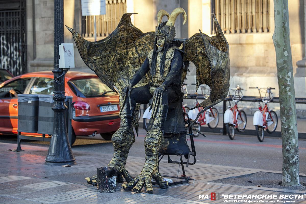 """Улица лаРамбла. """"Живая"""" статуя"""