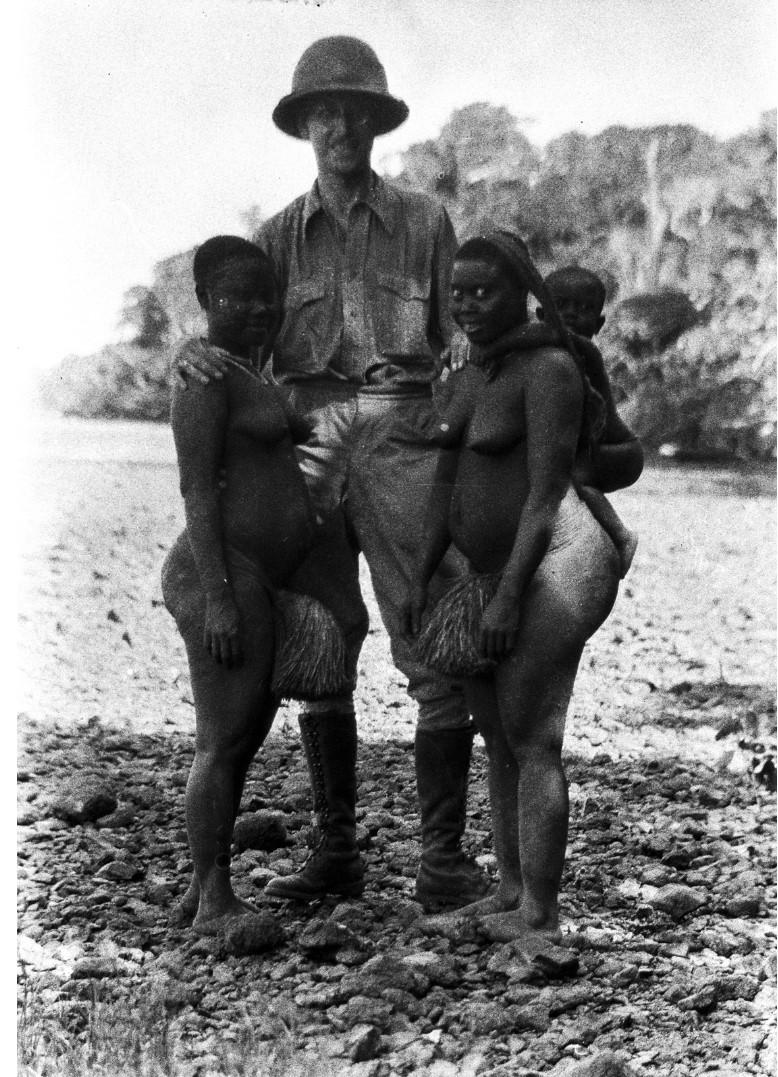1220. Народность онге. Эгон фон Эйкштедт с двумя женщинами