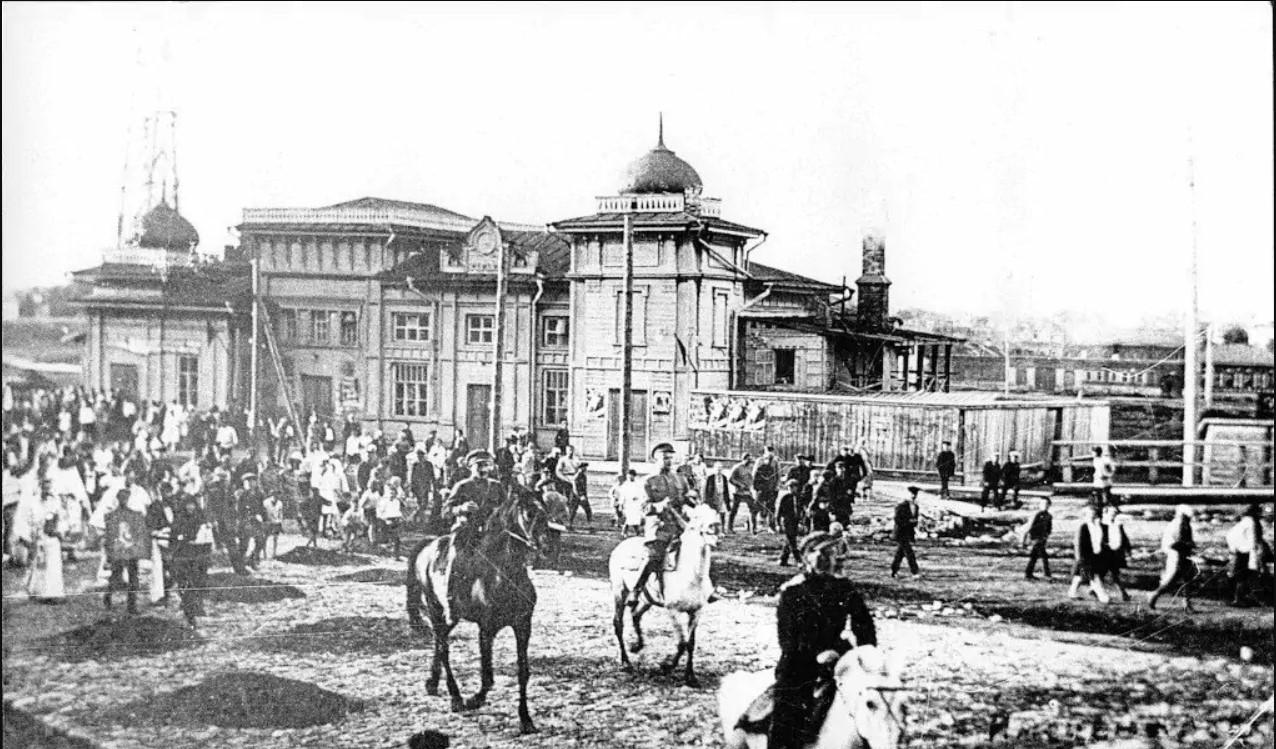 Демонстрация 1905 года у кинотеатра Олимп
