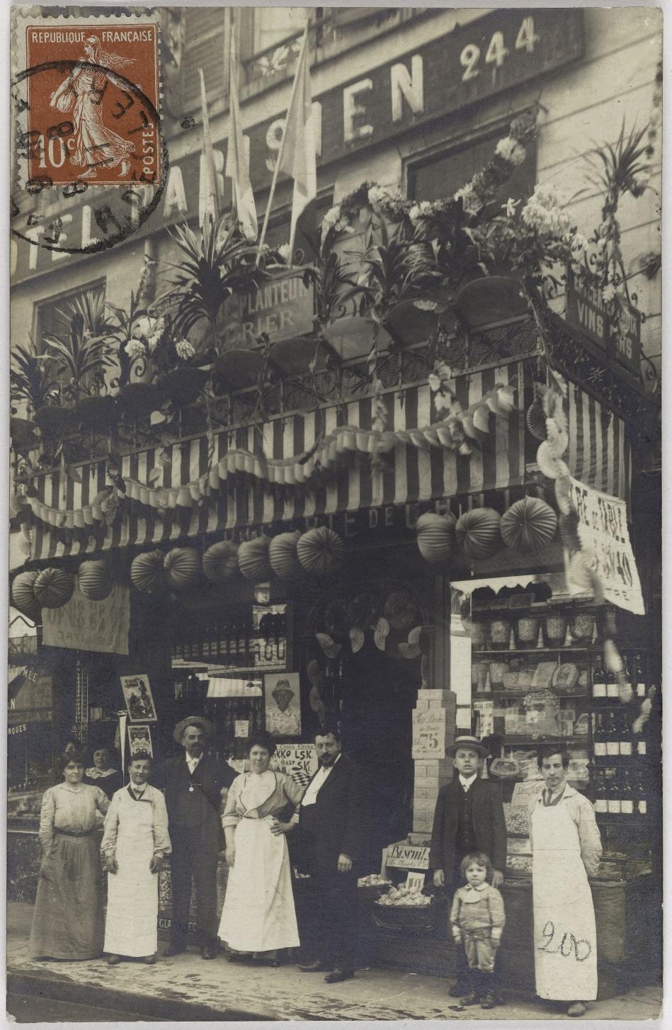 1911. Продовольственные товары. 244, rue Saint-Denis (2-й округ). Сейчас Deker's, Магазин одежды