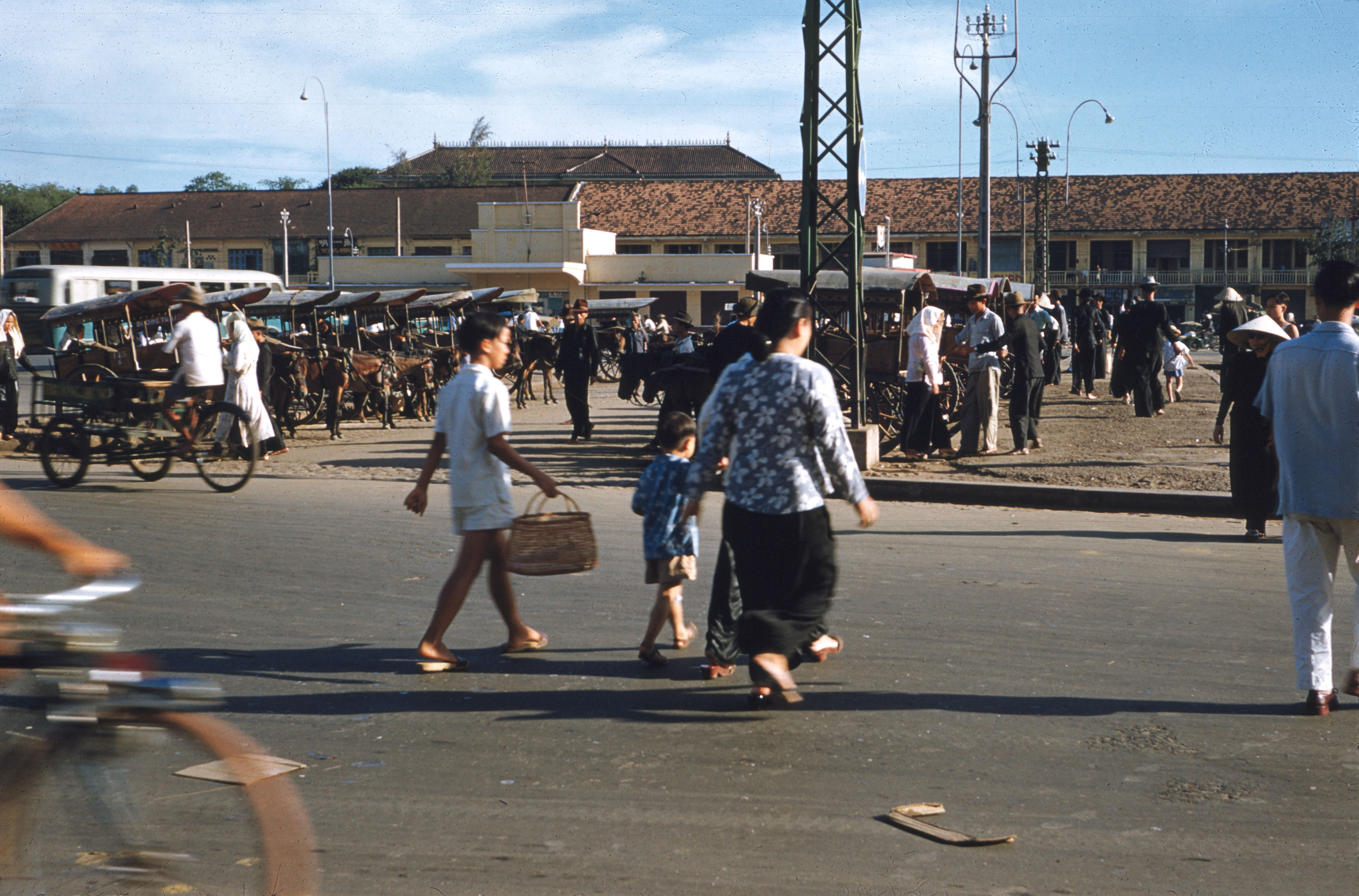 Автобусная станция перед рынком Бен Тхань